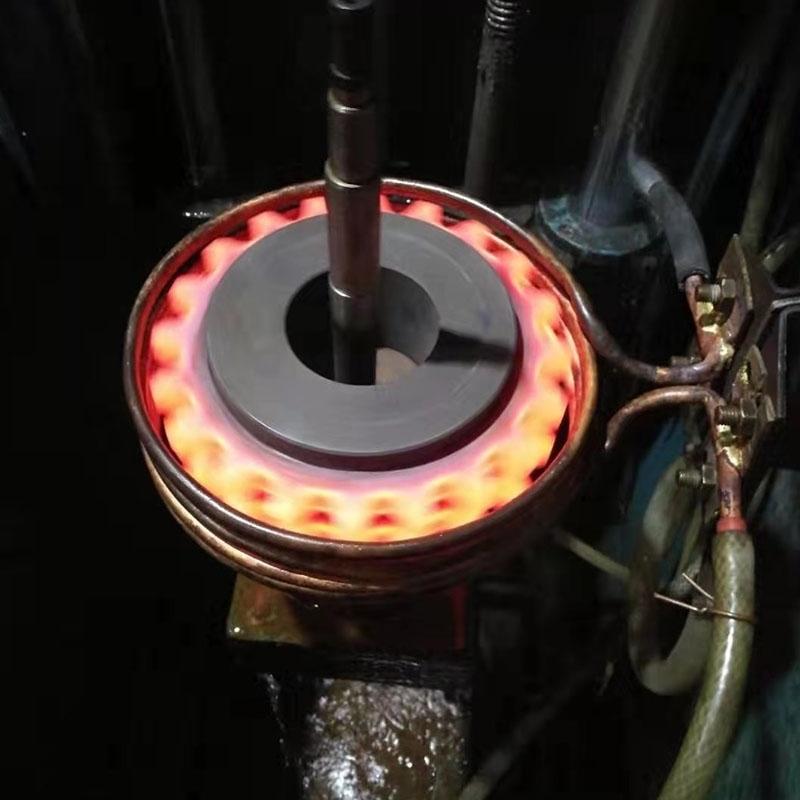 一般来说,对精细繁杂模貝的热处理形变可采用下列方式防止